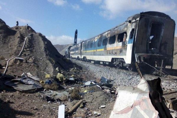 five killed 87 injured in train accident in iran