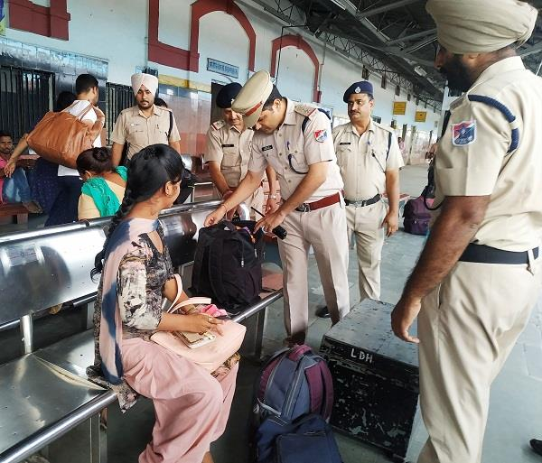 rpf alert on railway stations