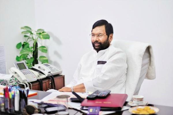ram vilas paswan was angry after seeing a layer of wax on the apple