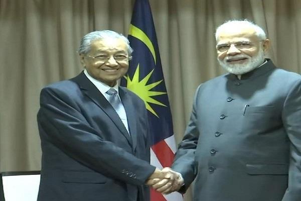 prime minister narendra modi meets prime minister of japan