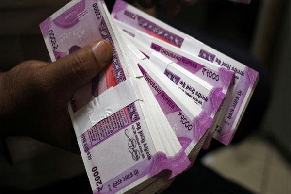 rupee weakens by 10 paise opens at 71 04 level against dollar