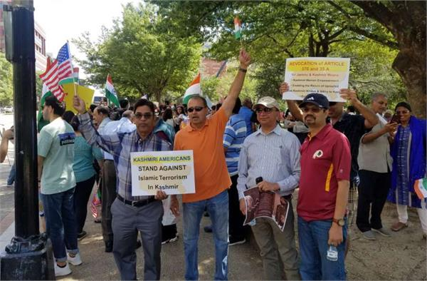 kashmiri pandits stage demonstration against washington post