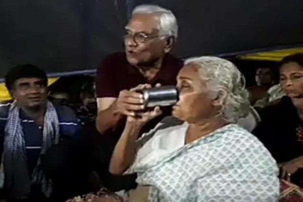 former chief secretary of cm met medha patkar