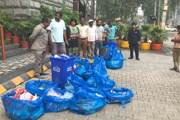 municipal corporation caught the mix waste of restaurant