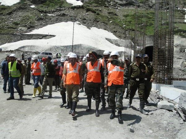 bro dg lieutenant general harpal singh visit rohtang tunnel