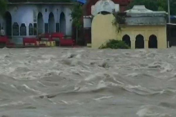 pashupatinath temple submerged in water heavy rain alert 33 districts