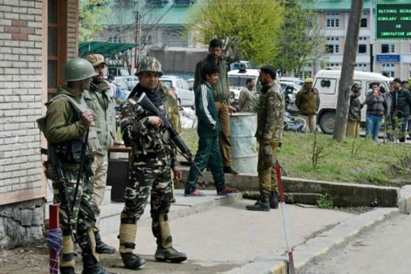 j k security forces pile up 1 lashkar terrorist in sopore