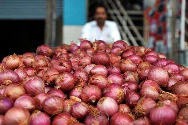 onion tastes spoiled price reaches rs 60 a kg