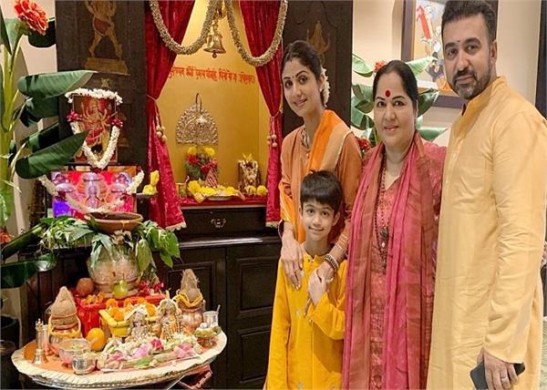 नवरात्रि पर शिल्पा ने मां दुर्गा का किया स्वागत, सपरिवार पूजा करते आई नजर