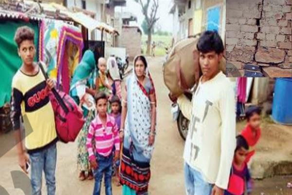 people forced to leave home in panic in barwani
