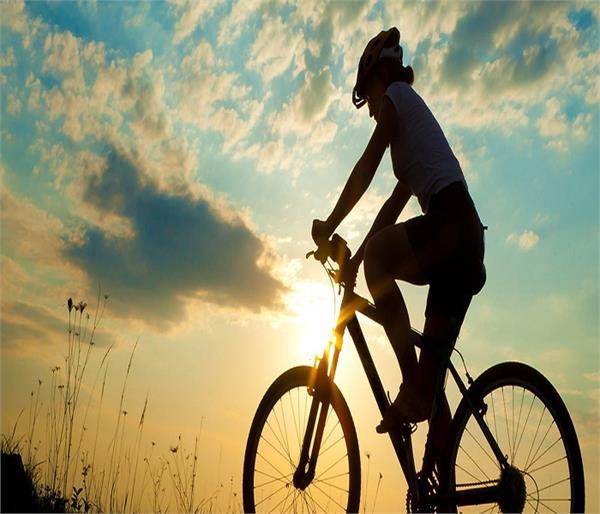 साइकिलिंग के ढेरों फायदे, उम्र के हिसाब से जानें इस एक्सरसाइज का सही तरीका