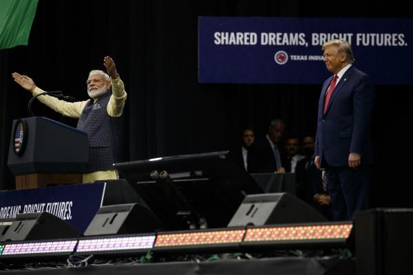 pm modi responded to howdy modi in 8 languages