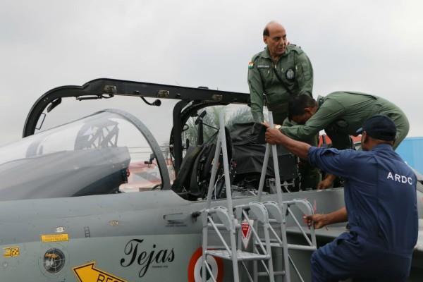 bengaluru rajnath singh flies in tejas fighter plane
