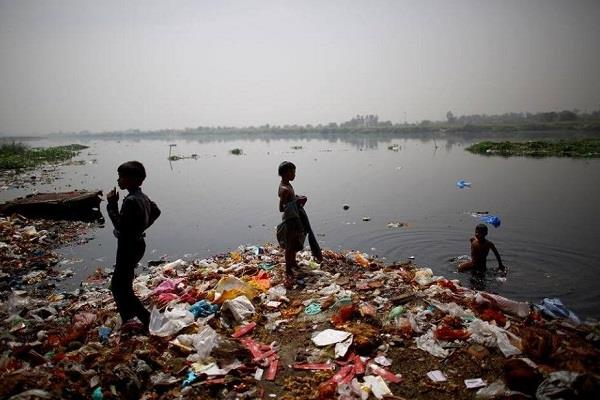 it is difficult for bacteria and viruses to survive in yamuna