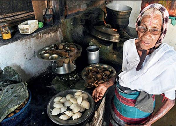 85 साल की अम्मा करती हैं इडली का बिजनेस, कीमत सिर्फ 1 रुपए, पढ़िए इनकी इंस्पायरिंग स्टोरी