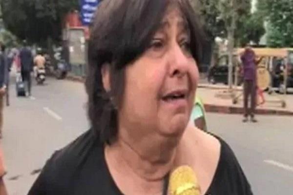 elderly couple cried during delhi transport strike