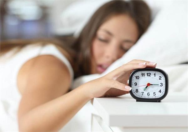 सोने का आदत ले सकती है आपकी जान, जानिए कितनी नींद है सेहत के लिए जरूरी?