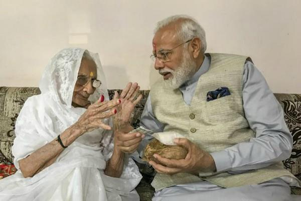 pm modi had to change the schedule of meeting with mother heeraben