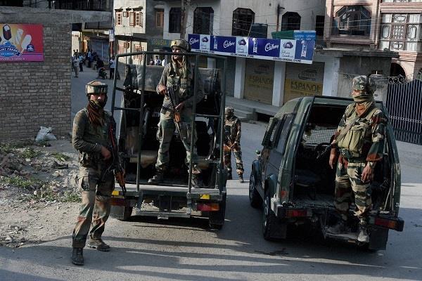 jammu kashmir baramula terrorist attack 4 injured police latest news