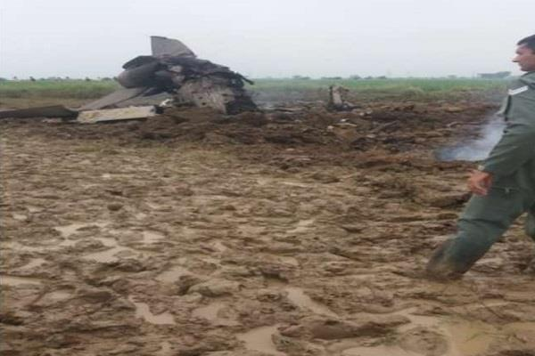 mig 21 trainer fighter aircraft crash in gwalior both pilots safe