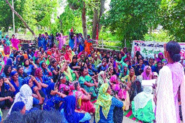 mid day meal workers protest in dc office over demands