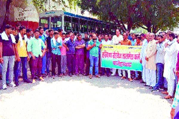 roadways employees took to the streets against the government