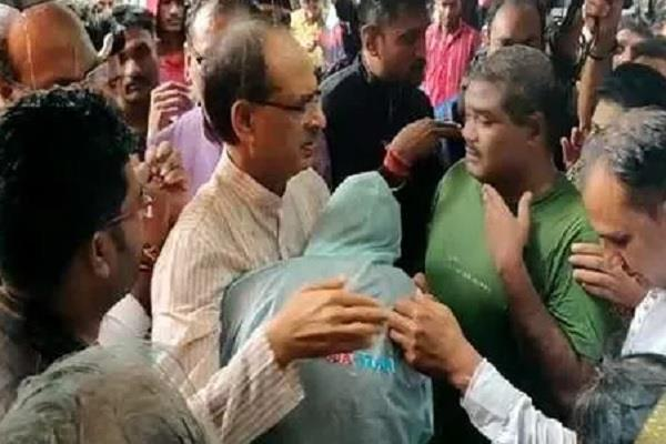 shivraj singh chauhan questions investigation hospital met victim family