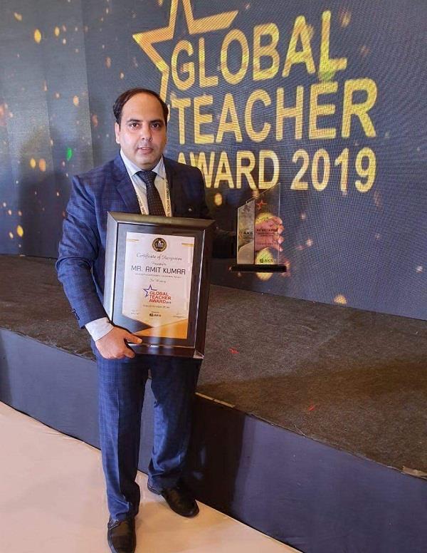 innocent teacher amit kumar received global teacher award