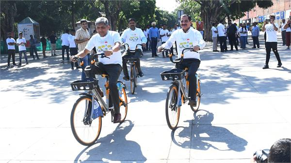 demo of public bike sharing by borrowing 40 bicycles from panchkula