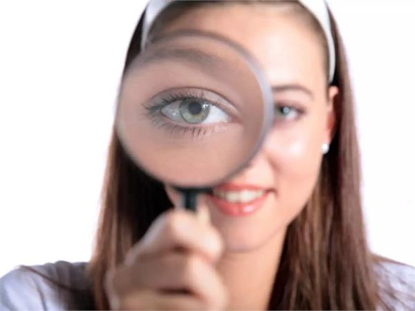शुभ या अशुभ, क्या है आंख फड़कने का असली कारण?