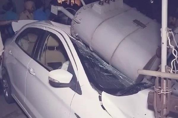transformer fell on car due to high speed