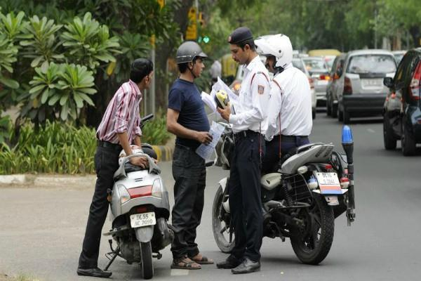 police cannot touch your mobile while making video during challan