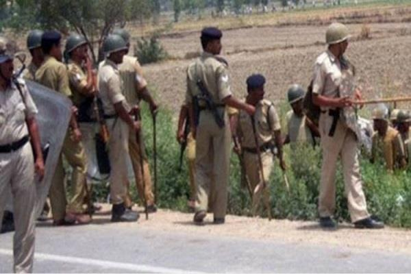 encounter between police and miscreants during checking
