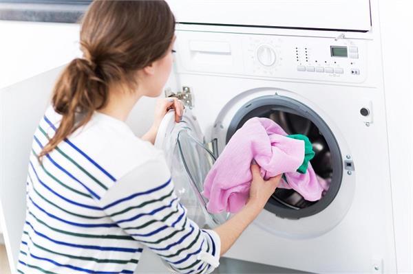 महंगे कपड़ों को धोते समय इन बातों का रखें ध्यान, नहीं होंगे कभी खराब