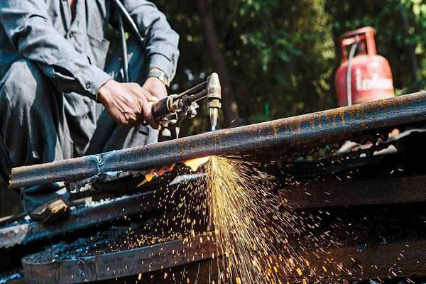 india manufacturing pmi drops to 15 month low in aug