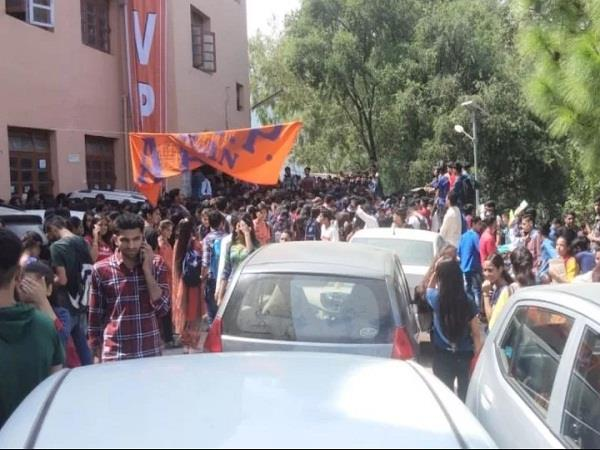 abvp demonstration at solan college