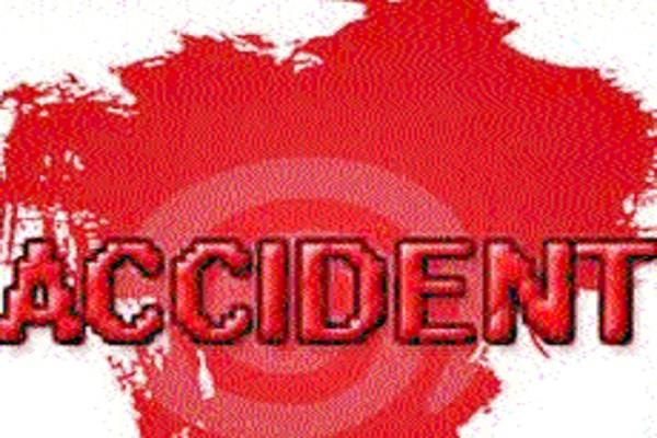 one killed in road accident 2 laborers injured