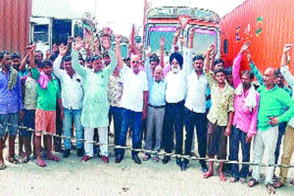 transporters protest against new motor vehicle act