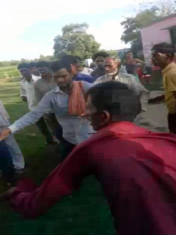 the father son beaten the young man on the complaint from the authorities