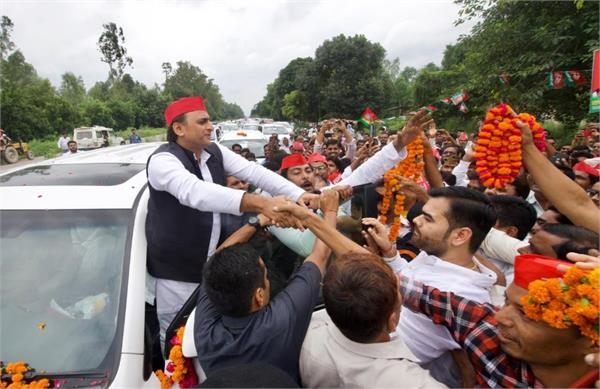 akhilesh yadav is coming to rampur his grand welcom