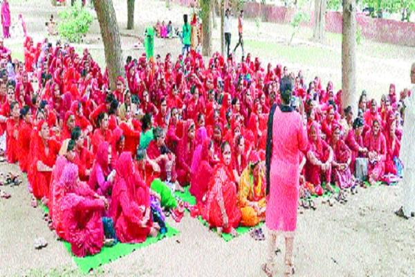 asha workers protest in problems in civil hospital