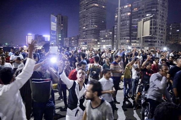 protesters and police clash in egypt for second day running