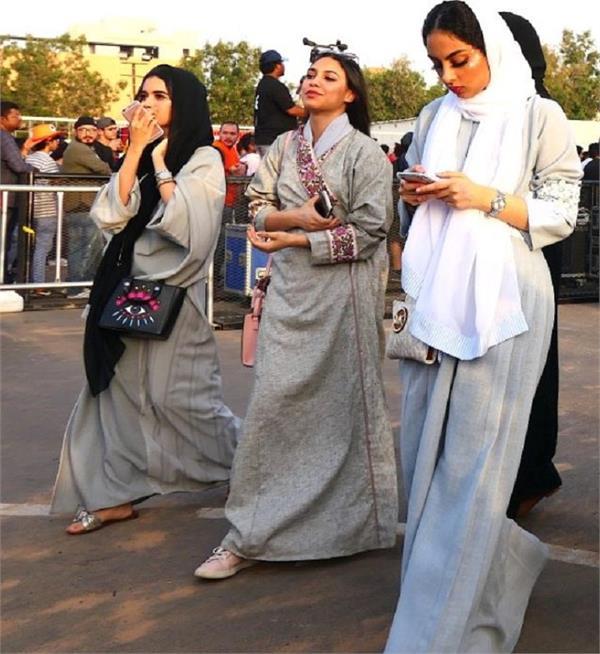बेफ्रिक होकर घूमने जाएं साऊदी अरब, अब टूरिस्ट वुमन के लिए नहीं है ड्रेस कोड