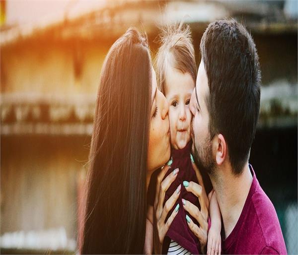 Parents Alert ! बच्चे को चूमने से फैलता है यह वायरस, यूं रखें बचाव