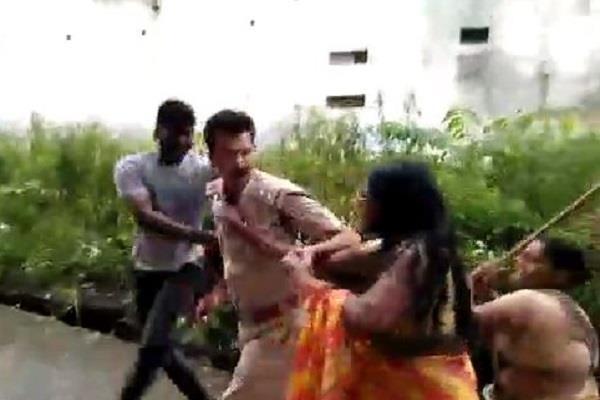 excise officer catch illegal liquor assaulted women beaten baton