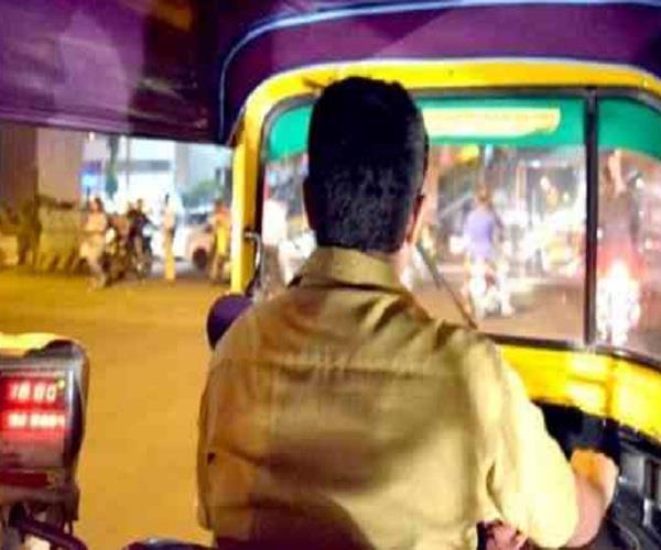 bike rider thrashed a three wheeler driver