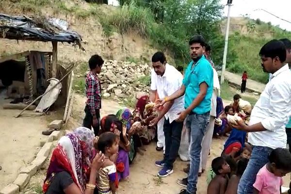 block president bhanu pratap met flood victims
