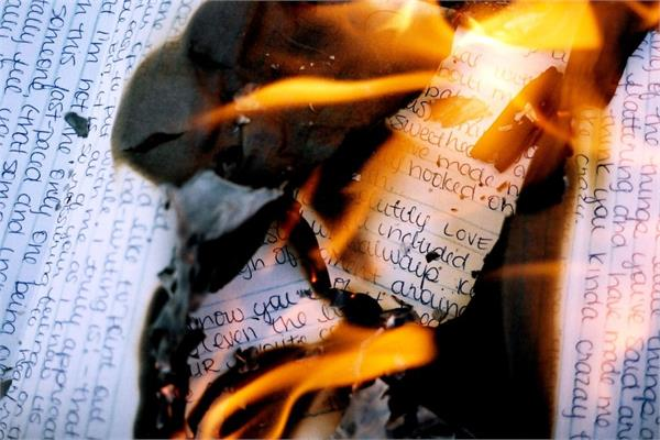 woman sets apartment on fire while trying to burn love letters