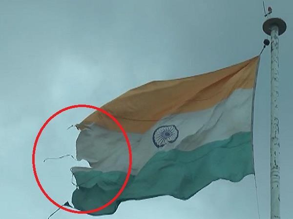 insult of national flag in hamirpur