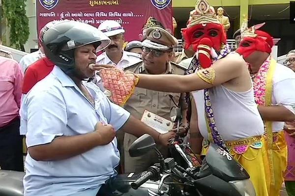 bhagwan ganesh is roaming in place of traffic police